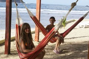 Colon isla grande girls in hammocks