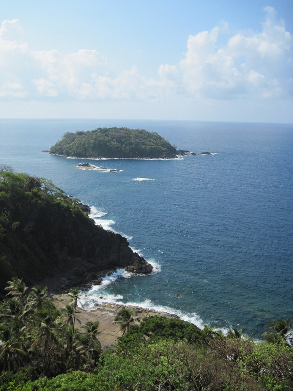 Colon isla grande lighthouse view