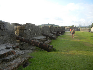 colon portobelo cannons on wall