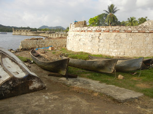 colon boats by fort