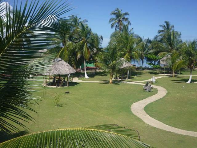 akwadup-lodge-san-blas-islands-panama-yard