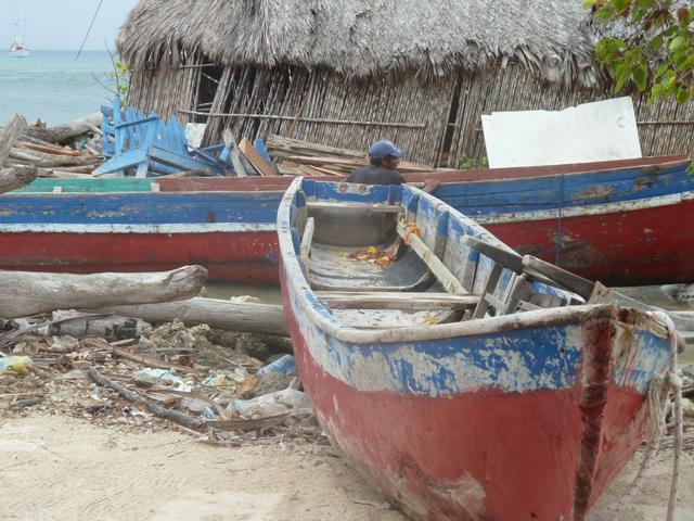 cabanas-ukuptupu-san-blas-islands-panama-canoas