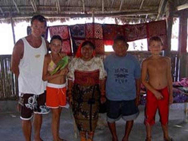 cabanas-ukuptupu-san-blas-islands-panama-family