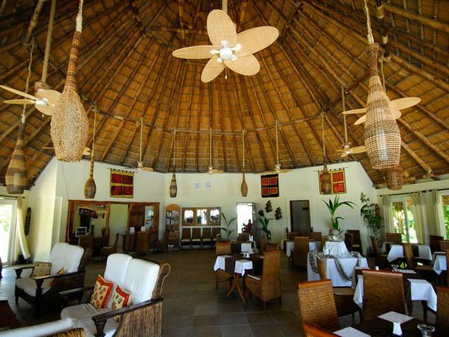 coral-eco-lodge-hotel-san-blas-islands-panama-beach-inside