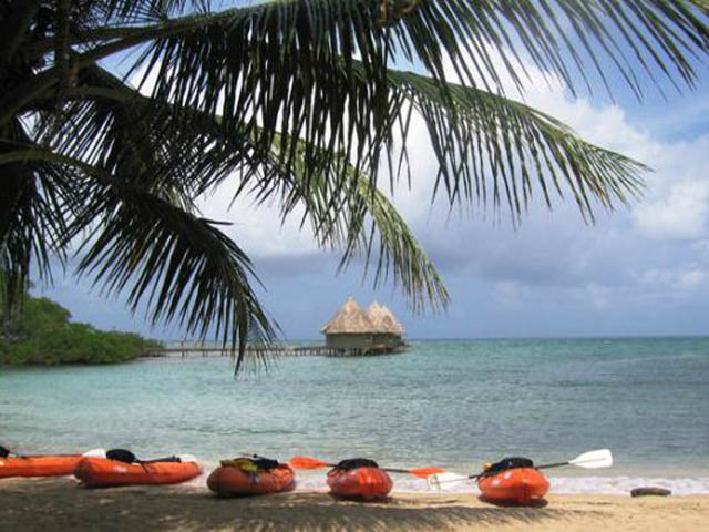 coral-eco-lodge-hotel-san-blas-islands-panama-kayaking