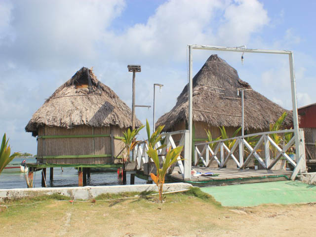 hostal-nadi-san-blas-islands-panama-beach-outside