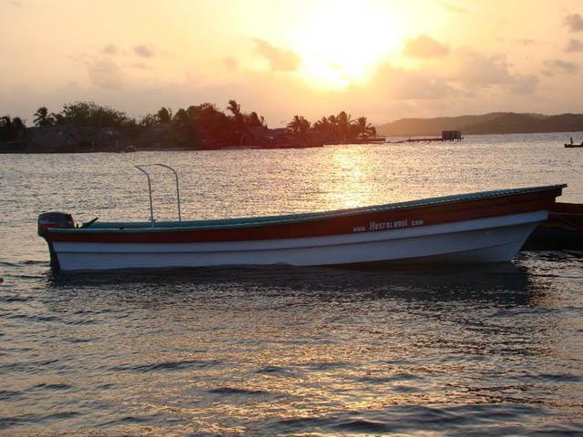 hostal-nadi-san-blas-panama-islands-boat