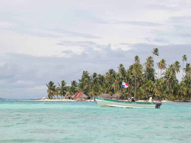 hostal-nadi-san-blas-panama-islands-stunning-water