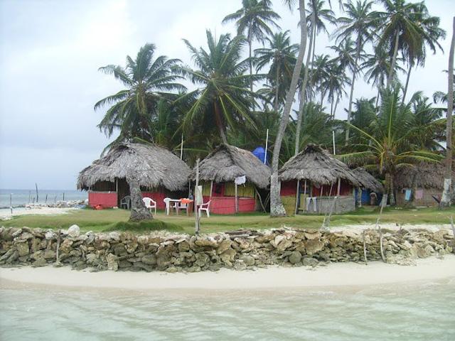 hotel-coco-blanco-san-blas-islands-panama-beach-cabanas