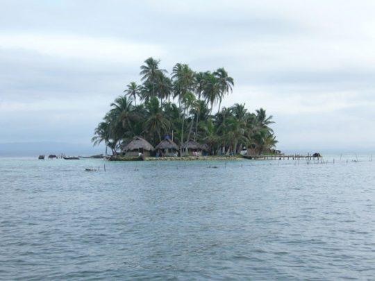 hotel-coco-blanco-san-blas-islands-panama-beach-paradise