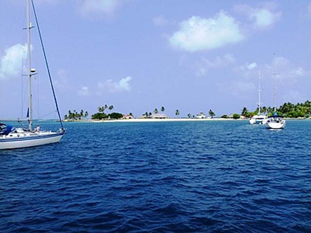 hotel-el-porvenir-san-blas-islands-panama-beach-sailing
