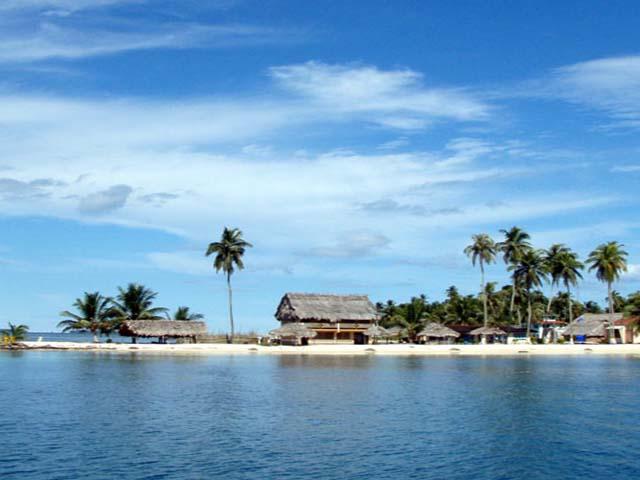 hotel-el-porvenir-san-blas-islands-panama-beach-stunning
