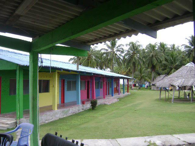 hotel-el-porvenir-san-blas-islands-panama-colours-cabanas