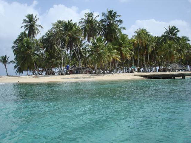 isla-aguja-san-blas-islands-panama-beach