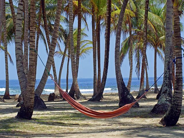 isla-aguja-san-blas-islands-panama-hammock
