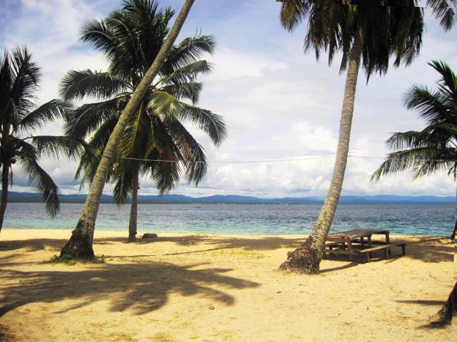 isla-aguja-san-blas-islands-panama-picnic