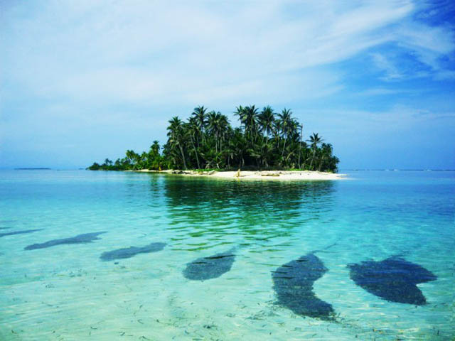 isla-aguja-san-blas-islands-panama-stunning-water