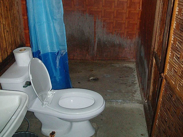 kuna-niskua-lodge-san-blas-islands-panama-bathrooms
