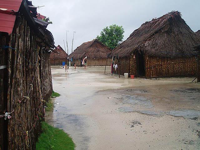 kuna-niskua-lodge-san-blas-islands-panama-beach-typical-street