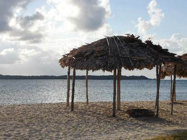 kuna-niskua-lodge-san-blas-islands-panama-beach
