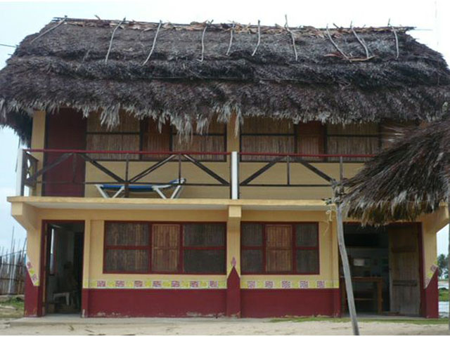 kuna-niskua-lodge-san-blas-islands-panama-front