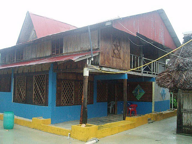 kuna-niskua-lodge-san-blas-islands-panama-typical-house
