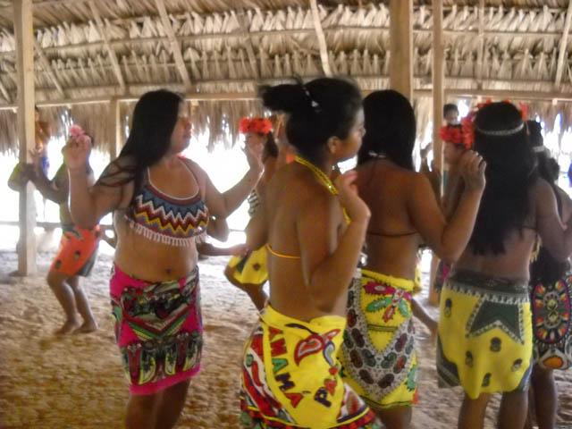 embera-village-day-tour-panama-embera-dance