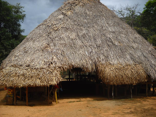 embera-village-day-tour-panama-embera-palm-bohio