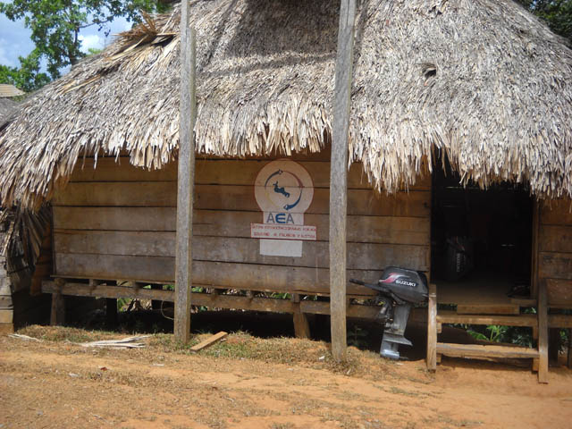 embera-village-day-tour-panama-typical-building