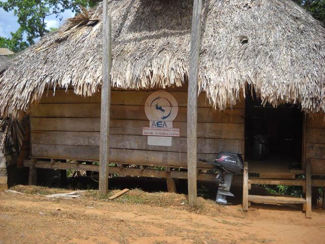 embera-village-day-tour-panama-typical-building