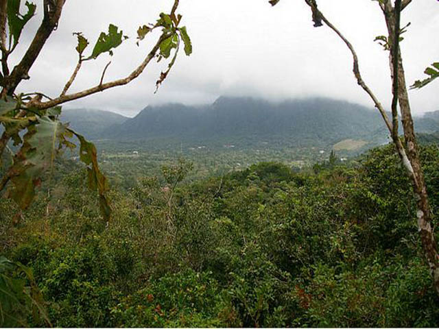 panama-el-valle-day-tour-el-Valle-nestled-in-its-crater