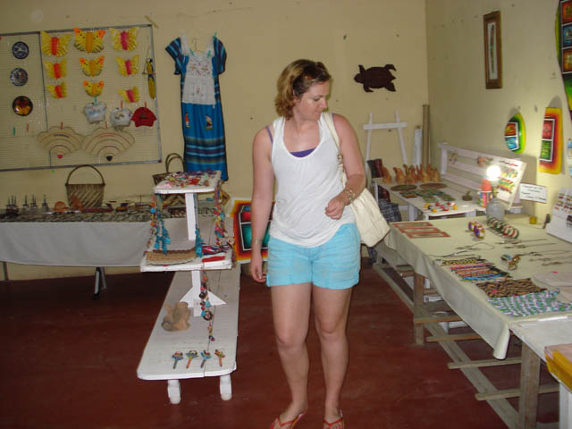 panama-el-valle-day-tour-shopping-souvenirs-market