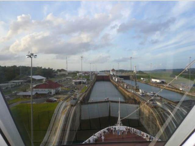 panama-san-lorenzo-gatun-locks-day-tour-Entering-the-Gatun-Locks