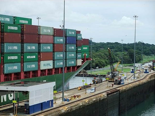 panama-san-lorenzo-gatun-locks-day-tour-Massive-Ship-From-China