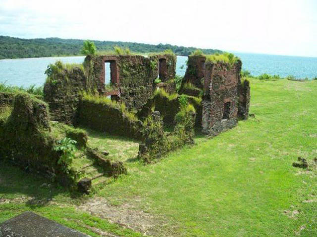 panama-san-lorenzo-gatun-locks-day-tour-Ruins-inside-the-fort-walls-at-Fuerte-San-Lorenzo