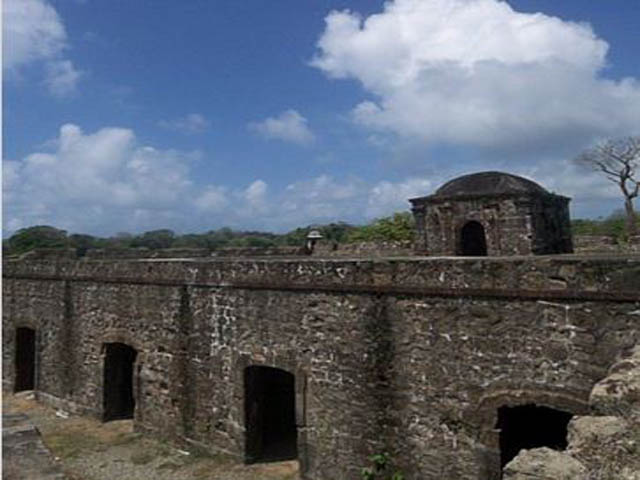 panama-san-lorenzo-gatun-locks-day-tour-fort-san-lorenzo-old-building