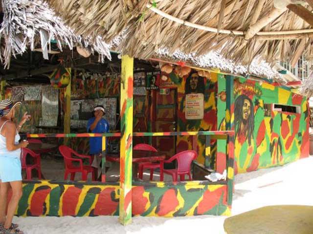 panama-tour-portobelo-isla-grande-Colon-isla-grande-reggae-bar