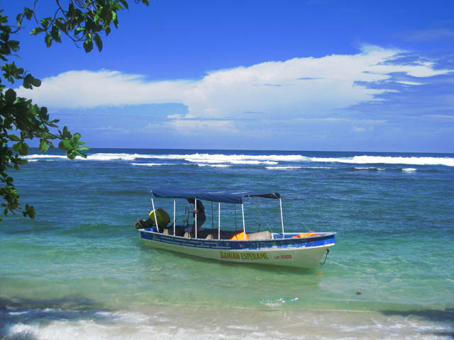 san-blas-islands-panama-one-day-tour-Launcher-in-ocean