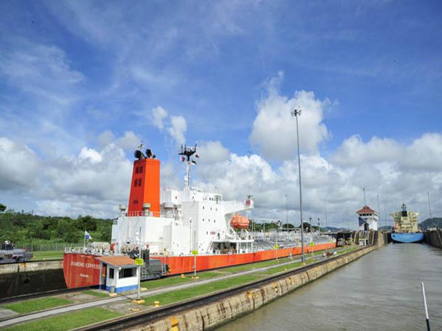 panama-Canal-Transit-Tour-