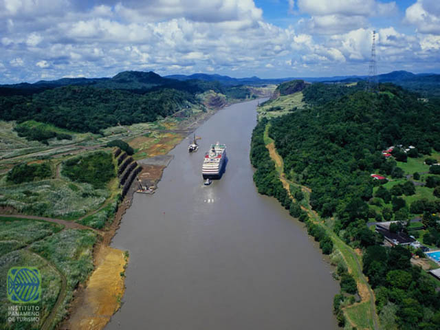 panama-Canal-Transit-Tour-Corte-Culebra-from-above