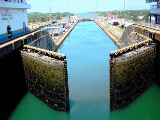 panama-Canal-Transit-Tour-Gamboa-and-the-Canal-Zone