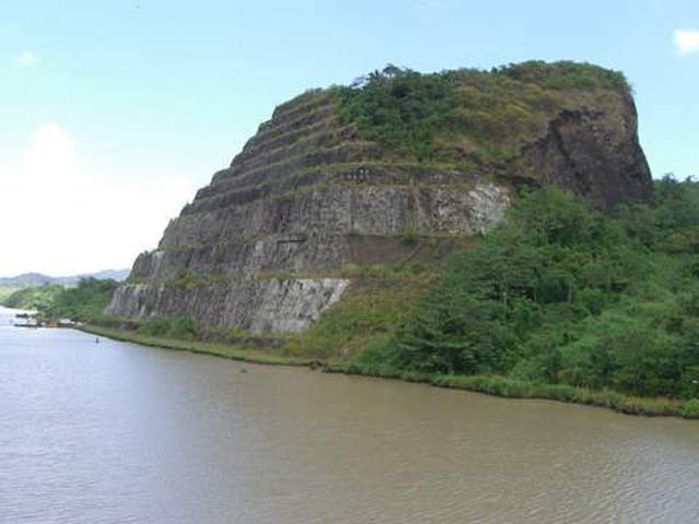 panama-Canal-Transit-Tour-Gold-Hill-Galliard-Cut