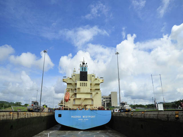 panama-Canal-Transit-Tour-big-ship