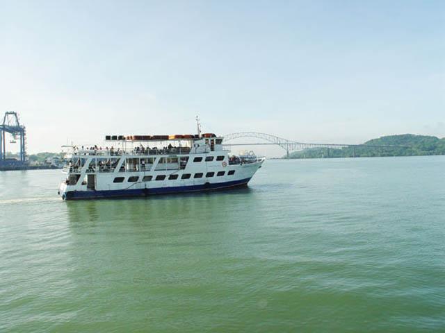 panama-Canal-Transit-Tour-boat-tour