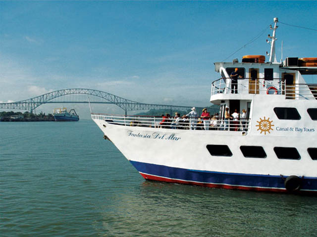 panama-Canal-Transit-Tour-bote-tour-fantasia-del-mar