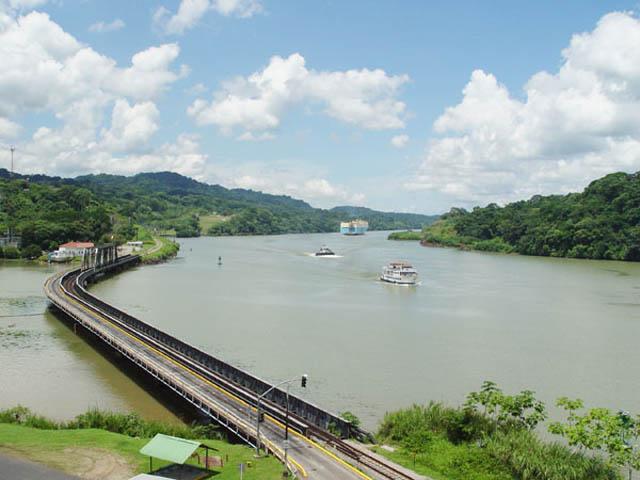 panama-Canal-Transit-Tour-bridge