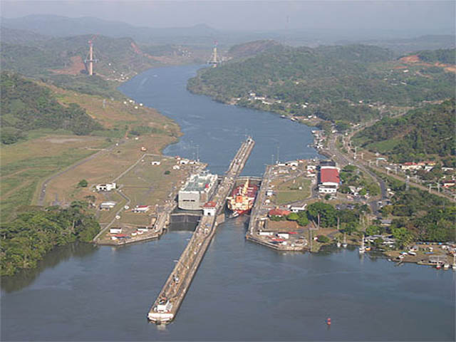 panama-Canal-Transit-Tour-canal-locks-pedro-miguel
