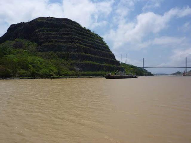 panama-Canal-Transit-Tour-corte-culebra