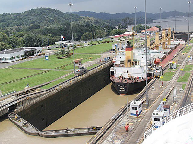 panama-Canal-Transit-Tour-pedro-miguel-locks