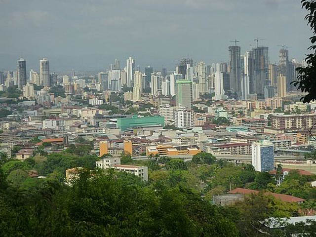 panama-city-day-tour-the city-from-Cerro-Ancon